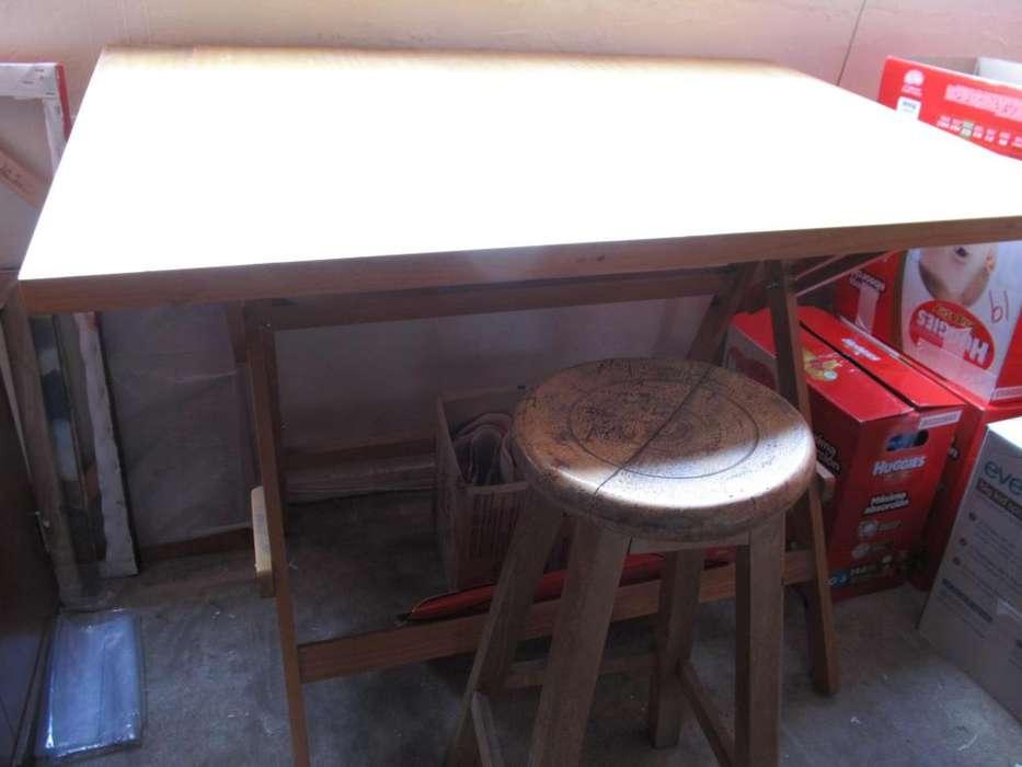 Mesa de dibujo con butaco.