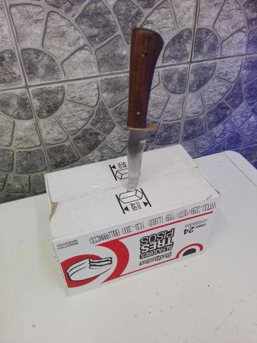 Vendo cuchillo usado solo atiendo x wsp 3624513163