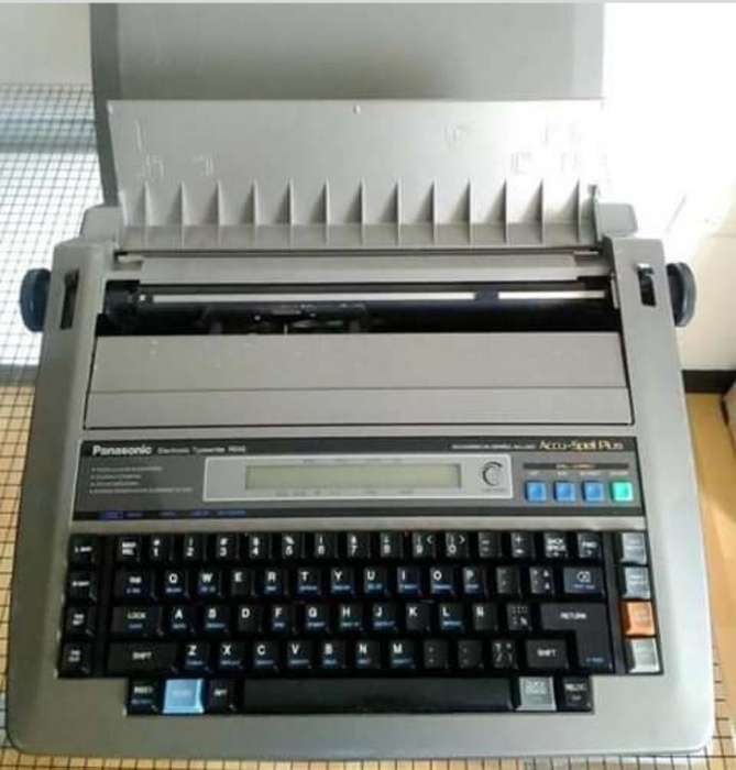 Vendo Maquina de Escribir Eletronica