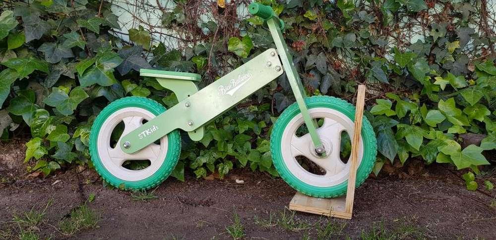 Bicicleta de madera como nueva