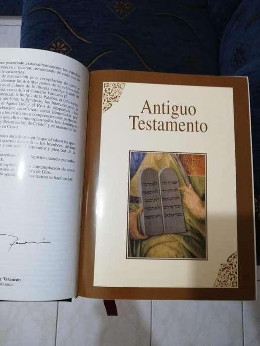 Vendo Sagrada Biblia