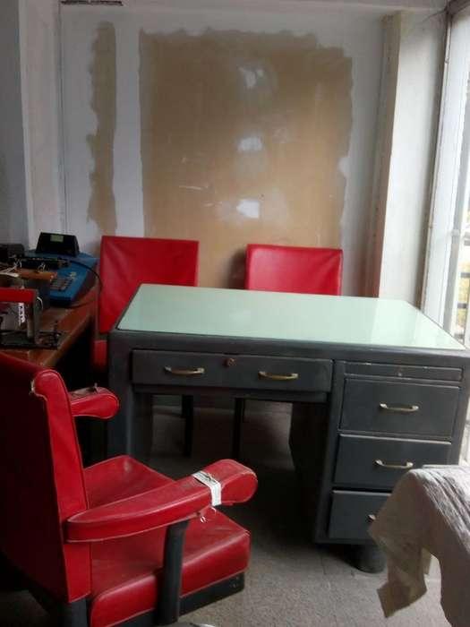 <strong>escritorio</strong> de Chapa con 3 Sillones