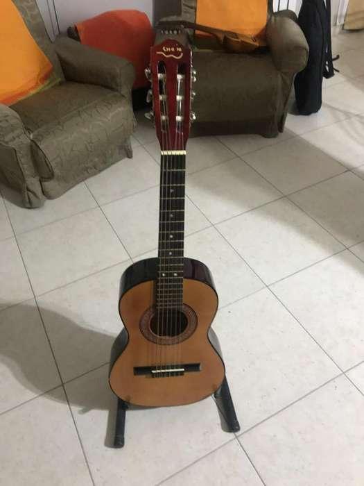 Guitarra tamaño mini