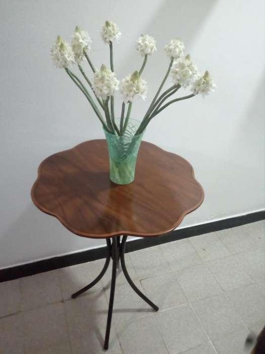 mesa redonda o coqueta