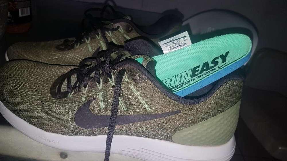 Vendo Zapatos Nike Talla 43