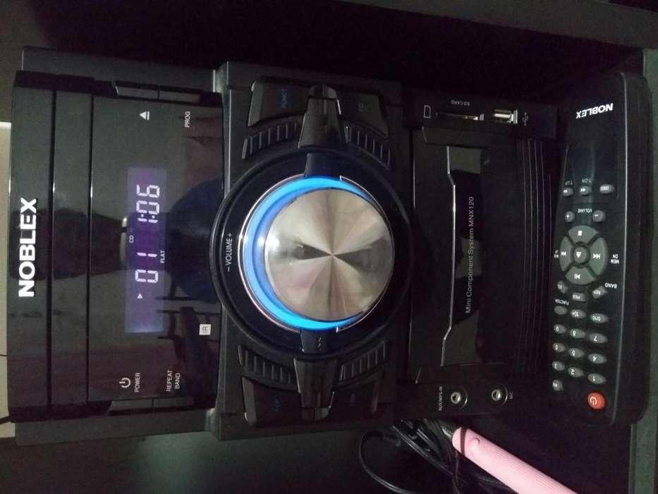 Minicomponente Noblex 2 parlantes y control remoto