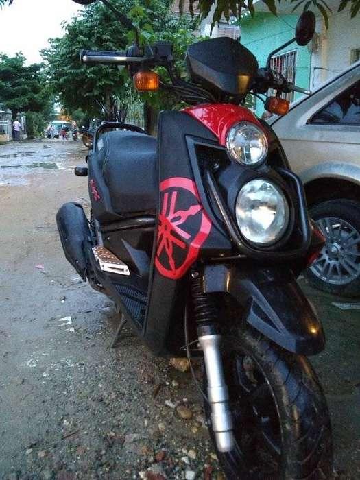 vendo moto bw mod 2012 como nueva una sola dueña