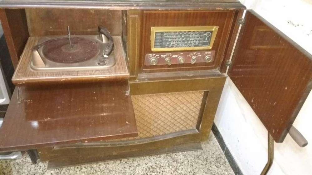 Combinado antiguo con radio a valvulas Abanicos antiguos