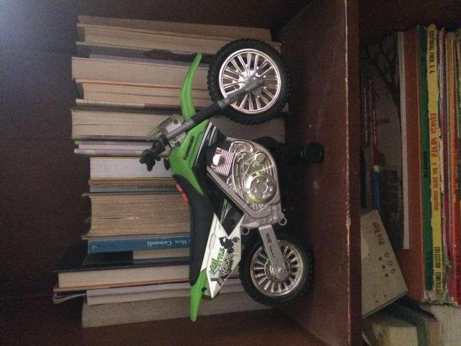 Moto verde nueva