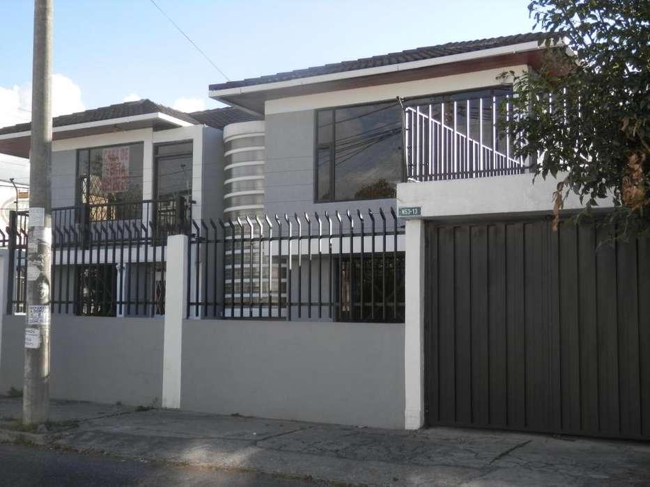 Casa en venta sector Parque Bicentenario-La Baker-10 de Agosto-Ramon Borja