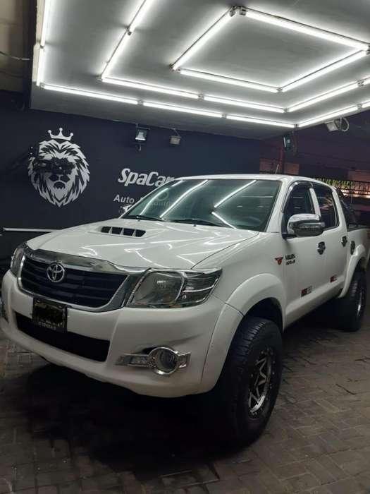 Toyota Hilux 2014 - 80000 km