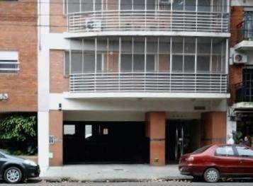 Alquilo Cochera Fija PB descubierta Portón Automático Buen Edificio pocas cocheras