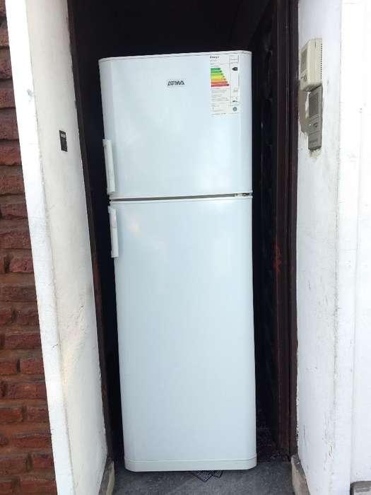 Heladera con Freezer Atma Impecable