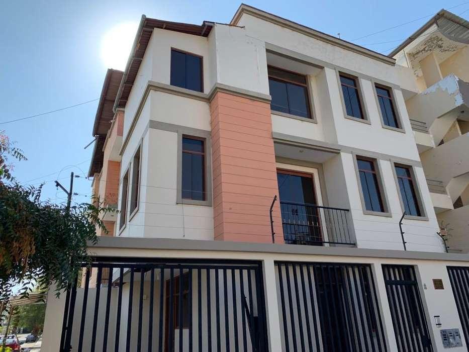 Vendo casa de 3 pisos en esquina - Santa María del Pinar