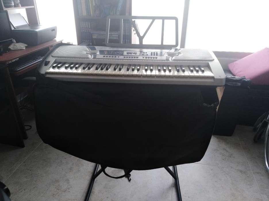 Piano con Base Y Forro