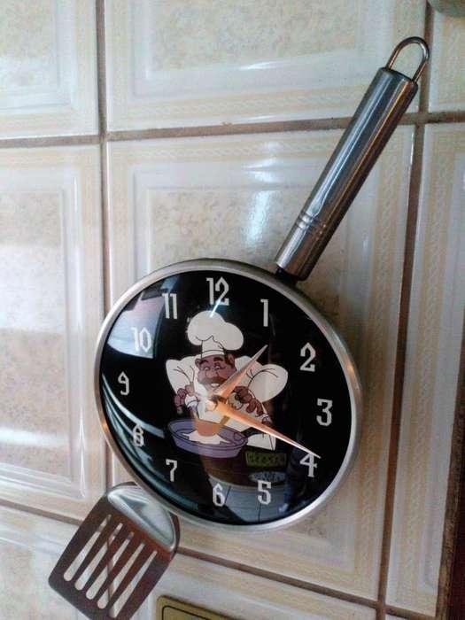 Vendo o Cambio reloj decorativo funcionando