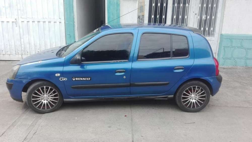 Renault Clio  2004 - 230 km