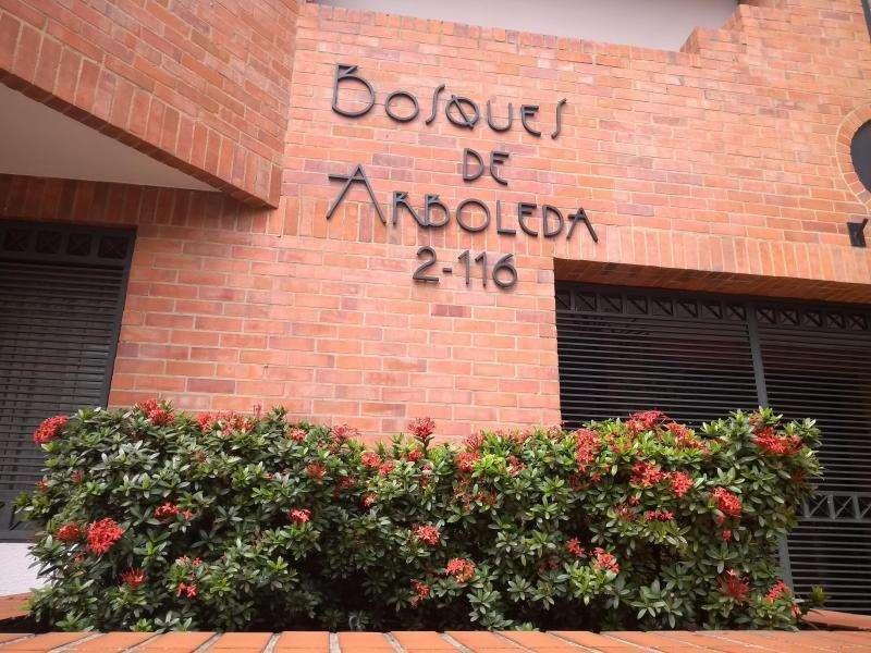 Apartamento En Arriendo En Cali La Arboleda Cod. ABUNI9480