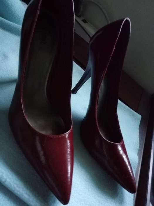 Zapatos de Tacón Color Rojo Vino