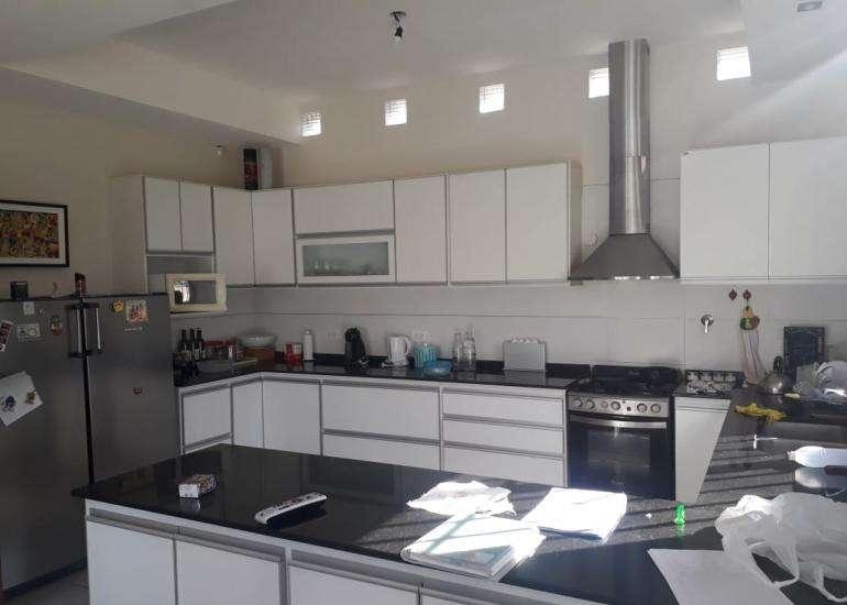 Casa en Chacras, Barrio Ayres de Fader. 3 habitaciones, 2 baños. Gran patio. Bajas Expensas