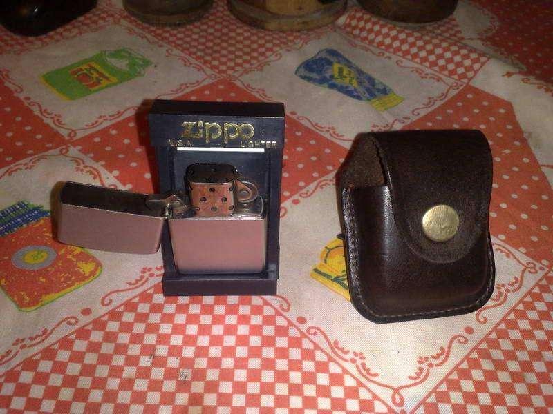 Encendedor Zippo en caja con estuche de cuero