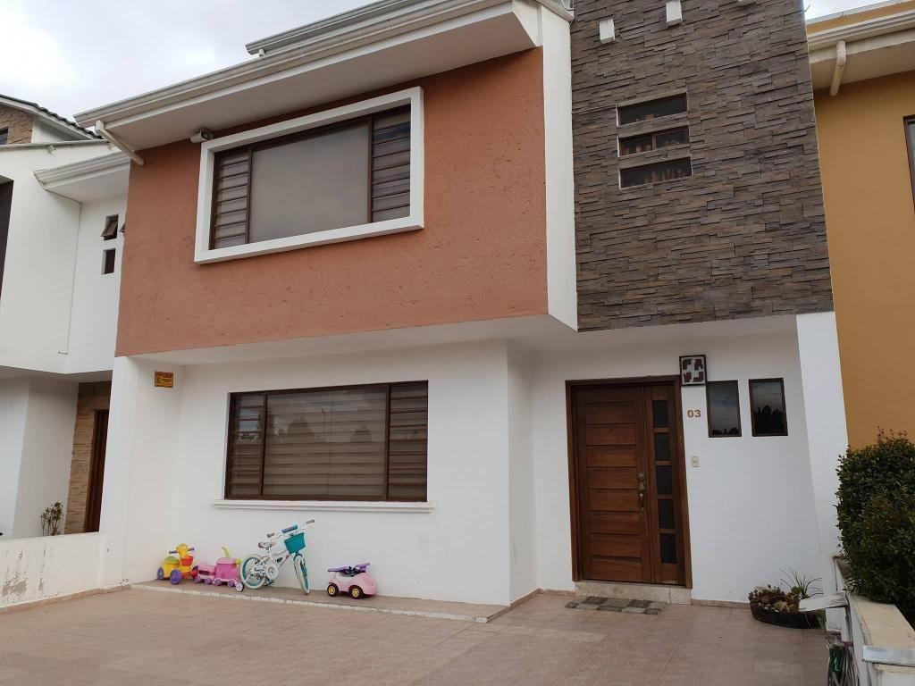 Amplia Casa amoblada en alquiler sector Escuela Pasos Primero de Mayo Urbanización privada