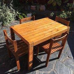 Mesa madera paraíso de 82cm x 120cm con 4 <strong>silla</strong>s apilables