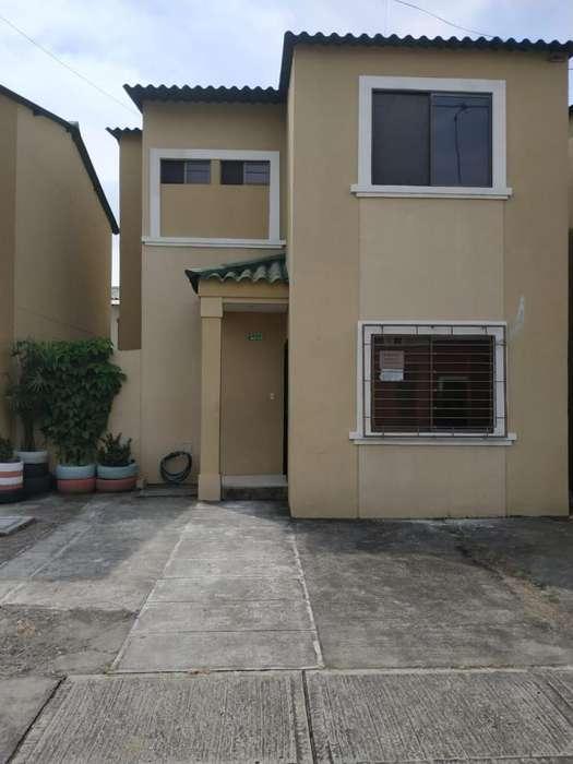 Se Alquila Casa en La Joya 3 dormitorios, 2 piso. Cerca de Riocentro el Dorado, Gym Taurus