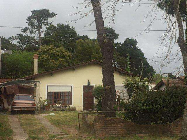 Casa sobre terreno artesanal, comercial y multifamiliar frente a escuela N 5