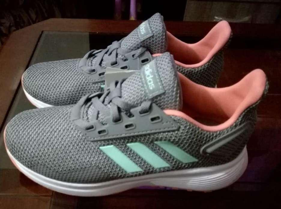 Zapatillas Adidas de Niñas T. 32