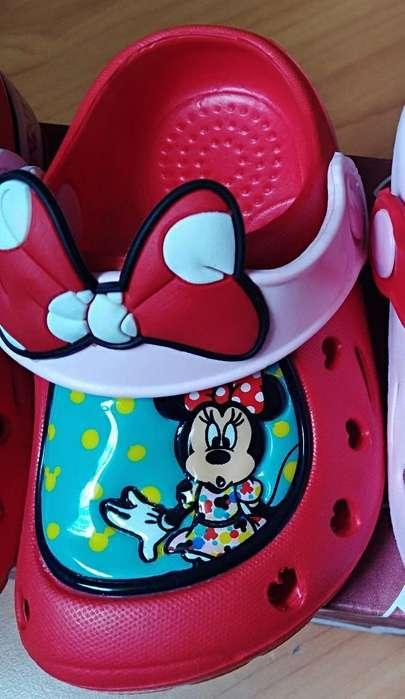 Crocs de Minnie Marca Disney