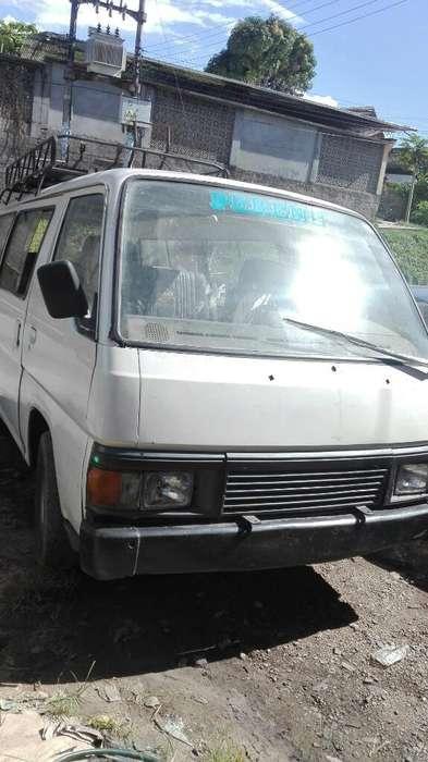 Comby Nissan Urvan