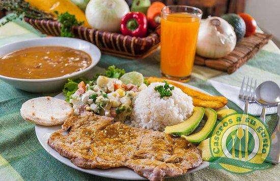solicito cocinera cheff almuerzo gourmet colombiano