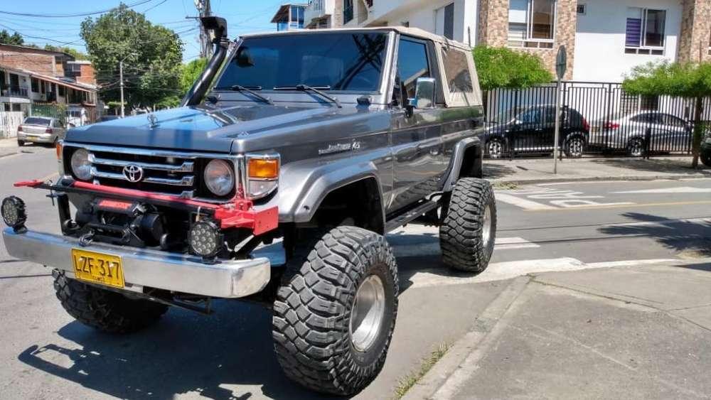 <strong>toyota</strong> Land Cruiser 1985 - 220000 km