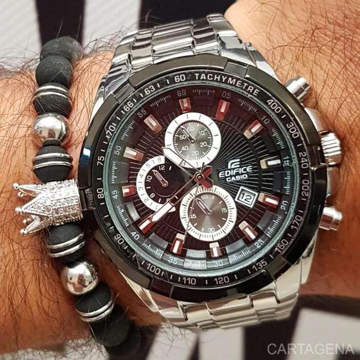 Reloj Casio Edifice en color plateado con fondo negro y blanco para hombre