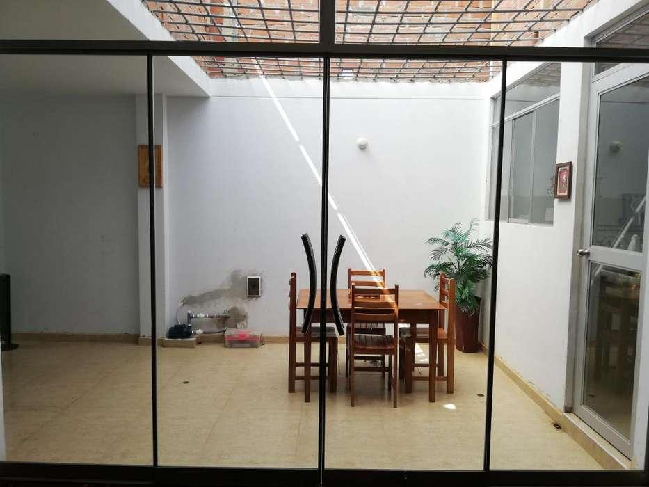 OPORTUNIDAD: VENDO CASA EN URBANIZACIÓN EL SANTUARIO, CHICLAYO