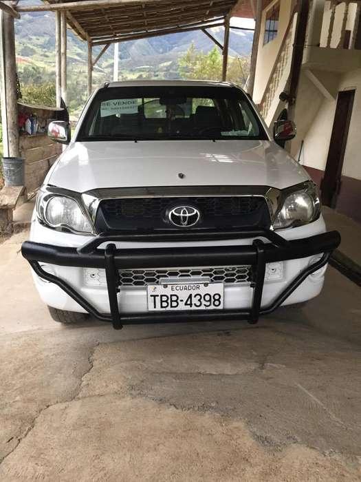Toyota Hilux 2011 - 98 km