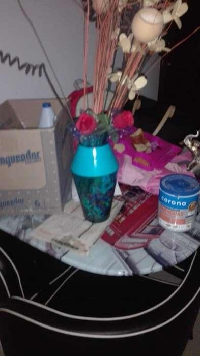 Jarron Decorativo con Flores Y Piedras C