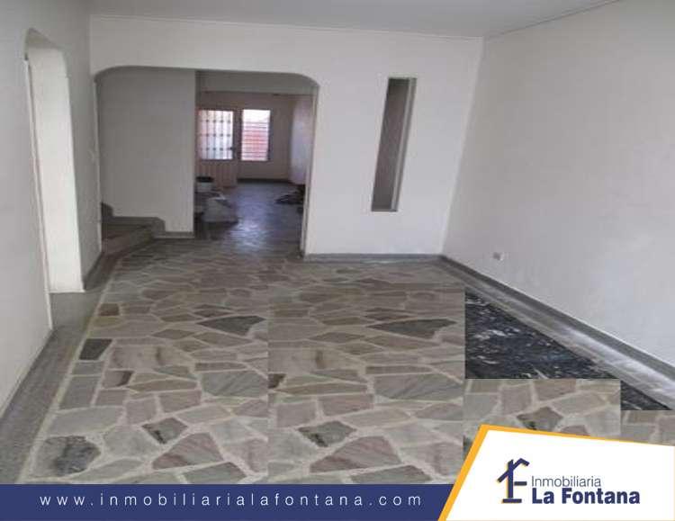 Cod: 2889 Arriendo Casa Barrio Rosal