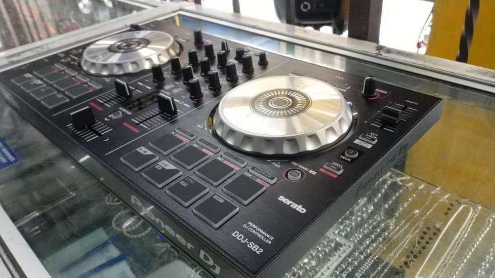 Controlador de DJ Panasonic DDJ-SB2 En excelente estado