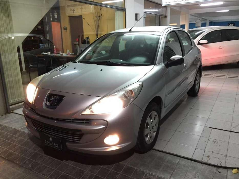Peugeot 207 Compact 2015 - 85000 km