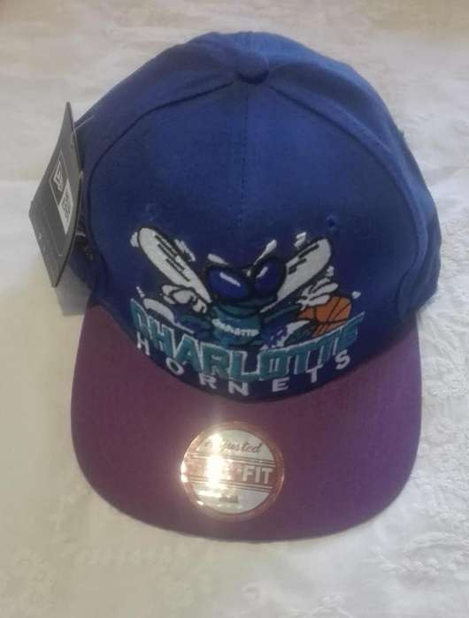 Gorra nueva, con visera y diseño bordado.250 pesos