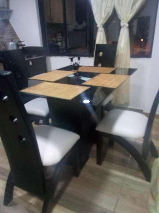 Mesa de cuatro puestos poco uso