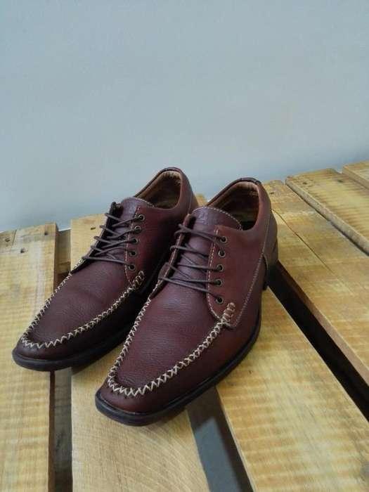 Zapatos 100% en cuero marca LUBER