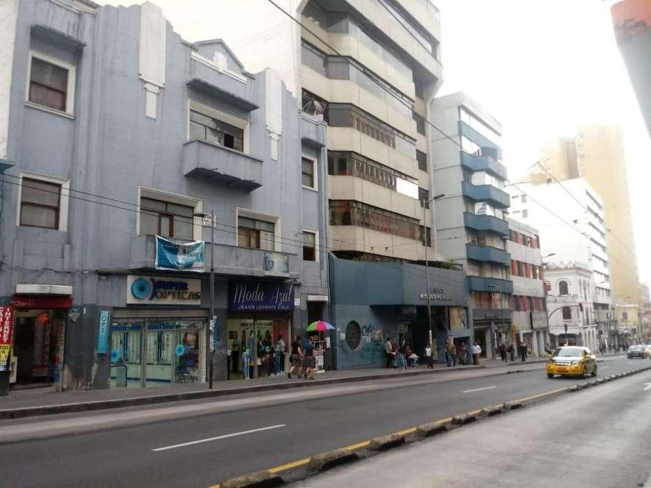 Venta de casa rentera con 4 locales comerciales sector Parque el Ejido