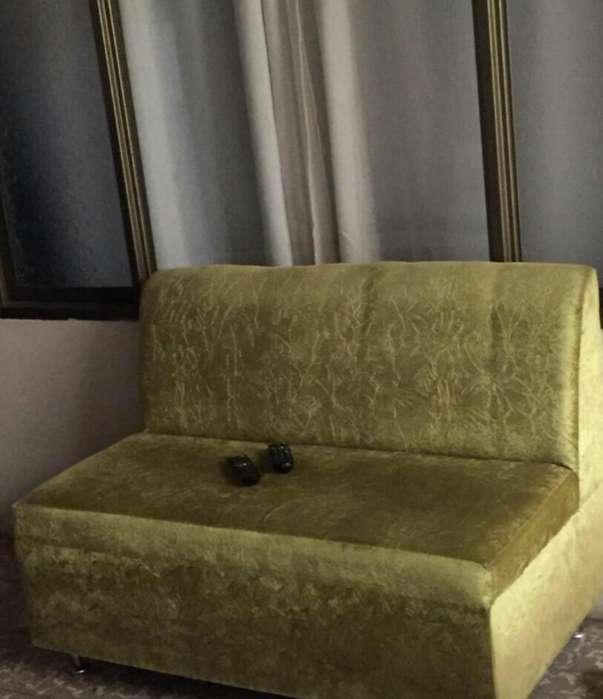 Sofa Verde en Buen Estado