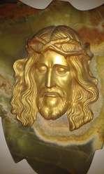 Antiguo Cristo en metal sobre mármol ónix