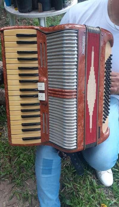 Vendo Acordeon Maestro Piano 80 Bajos