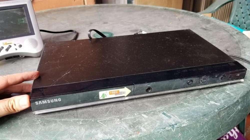 T780 DVD Samsung con puerto USB, lo probé y funciona bien