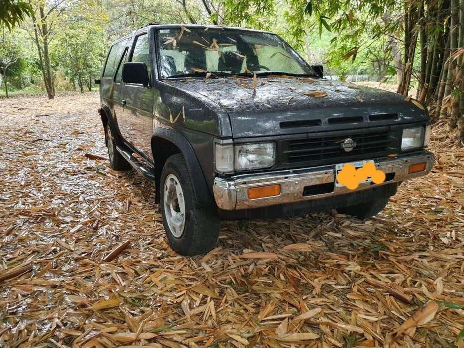 Nissan Pathfinder 1992 - 120000 km